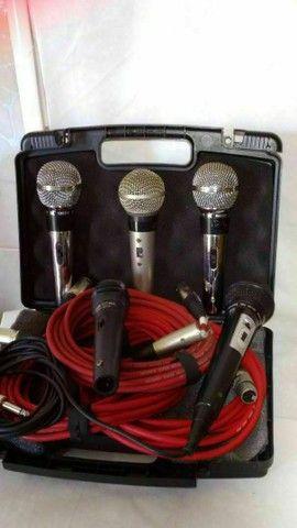 Som caixas, mesa, cubo, microfones com pedestais com cachimbo e cabos.  - Foto 4
