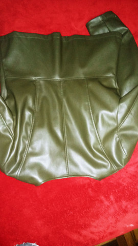 Jaqueta feminina em Corino, tamanho 44 - Foto 3