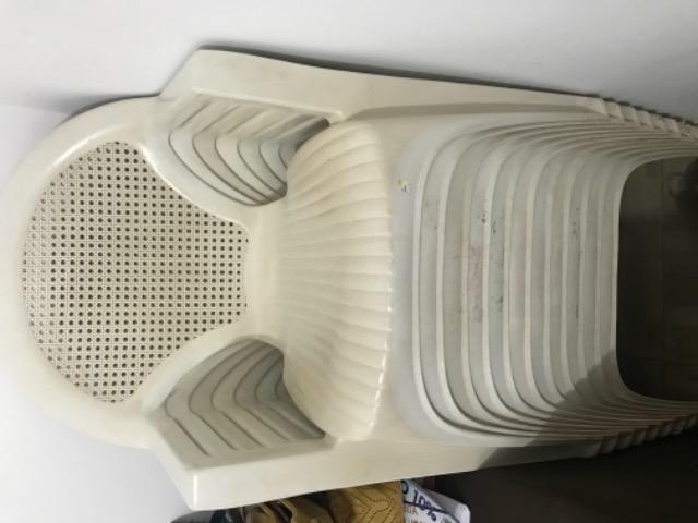 Cadeiras em plástico resistente