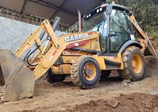 Retroescavadeira CASE 580 N