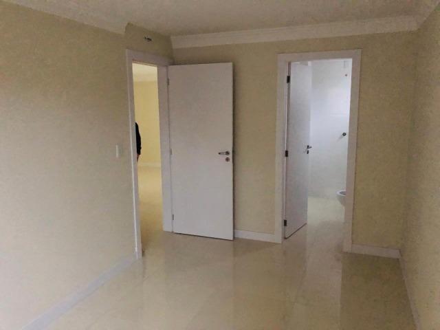Apartamento com 4 vagas de garagem - 80 metros da praia - Foto 3