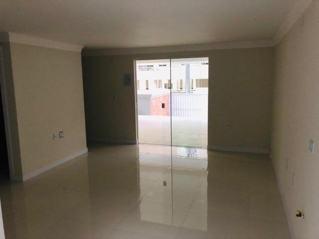 Apartamento com 4 vagas de garagem - 80 metros da praia - Foto 2