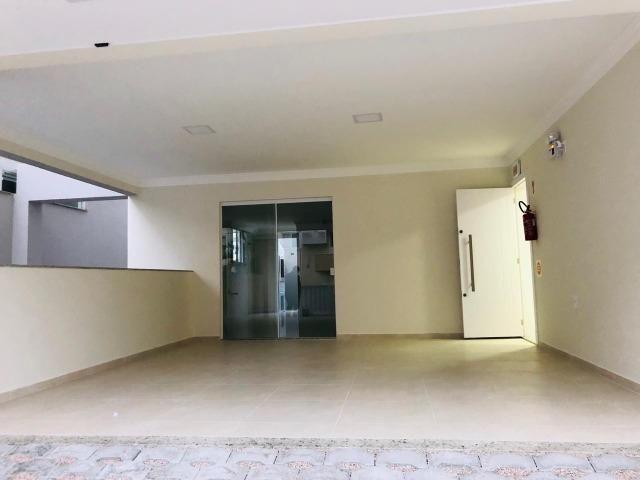 Apartamento com 4 vagas de garagem - 80 metros da praia - Foto 8