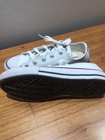 Vendo Tênis All Star em couro branco, usado apenas uma vez pra ser pagem! - Foto 3