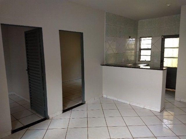 Kit Net 2/4 Jardim Clarissa / Petrópolis (casa barracão) com garagem.