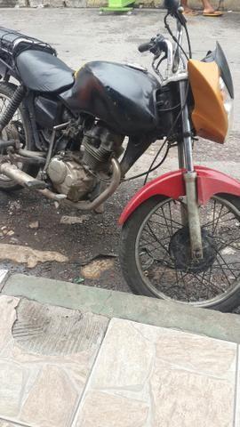 Vendo está moto 125 cargo ano 2001/2002