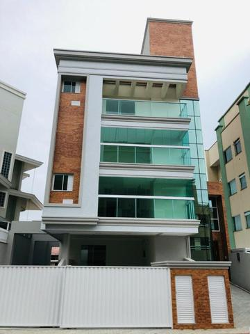 Apartamento com 4 vagas de garagem - 80 metros da praia