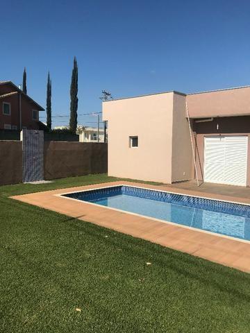Aluguel de casa com piscina, condomínio fechado, área de lazer, lago e casa nunca habitada - Foto 7