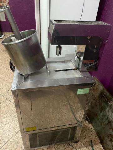 Vendo máquina de sorvete e picolé 110volts - Foto 2