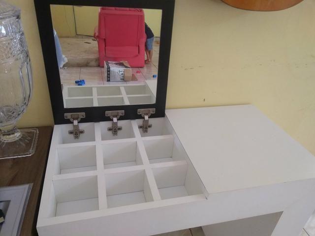 Mesa com porta jóias