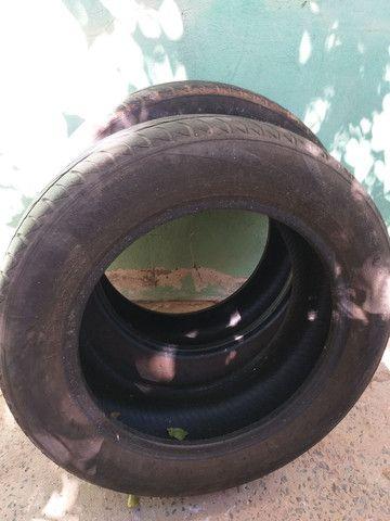 Vendo dois pneu aro 15.
