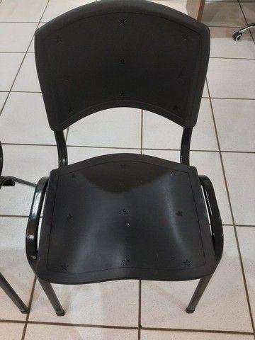 Vendo 2 cadeira novas  - Foto 2
