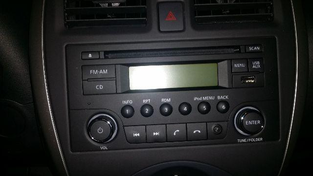 Som Original do Nissan Versa SV March SV com USB e Bluetooth. Sem uso
