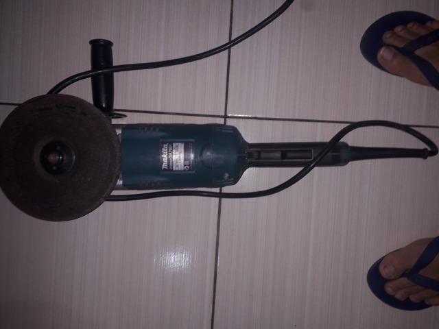 Lixadeira Angular Makita SA7021