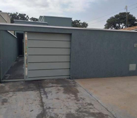 Casa 3 Quartos, 2Banheiros, Sala, Cozinha, área de serviço e 3 Vagas para Garagens