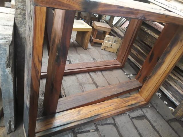 Marco de janela feito com dormente de madeira - Foto 3