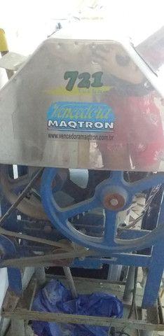 Vendo moenda de cana semi nova elétrica vlt 110 - Foto 4
