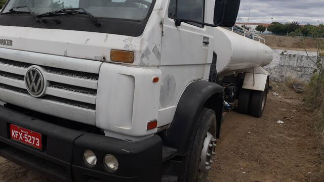 Vendo caminhões no pipa ou no chassis - Foto 4