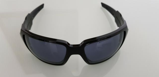 8b6aaecd00b90 Oculos Oakley Oil Drum Polished Preto Polarizado Original