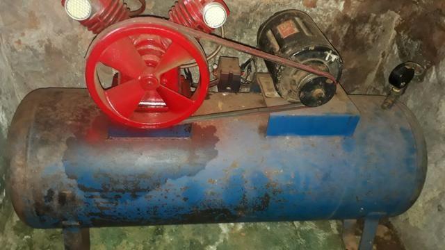 Compressor de ar 220/trifasico valor 1.000 reais