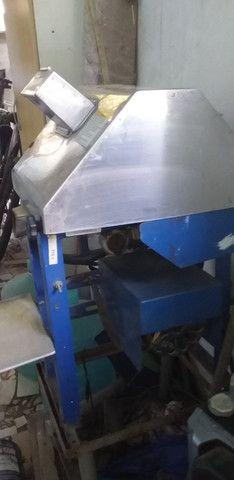 Vendo moenda de cana semi nova elétrica vlt 110 - Foto 2