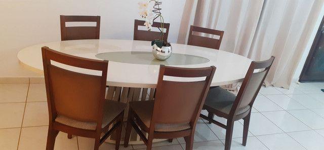 Conjunto mesa de jantar com 06 cadeiras