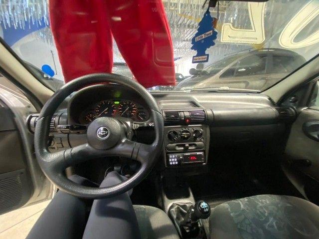 Chevrolet Corsa Sedan 2002 1.0 Gasolina Milenium Básico Prata Estudo Troca e Financio - Foto 8