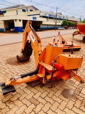 Retro Escavadeira de acoplagem trator de 35cv a 70 cv - Foto 3