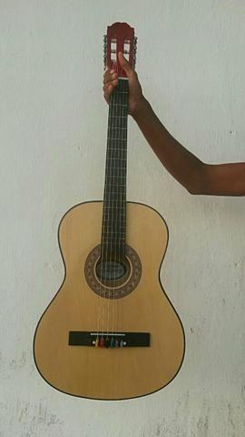 Vendo um violão simenovo bem conservado!