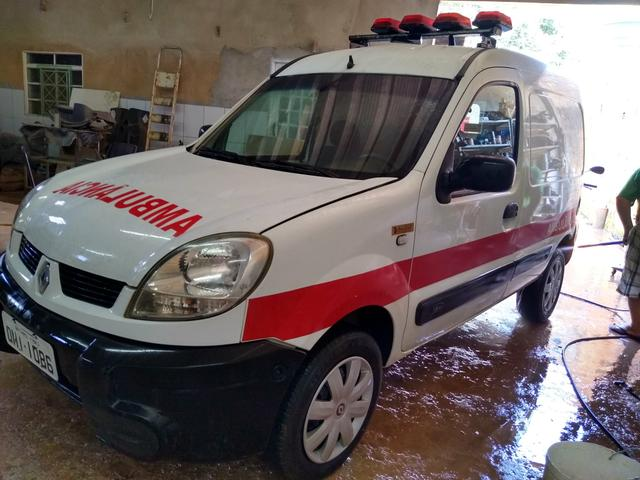 Ambulância kangoo - Foto 3