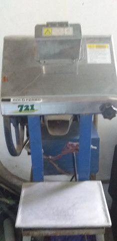 Vendo moenda de cana semi nova elétrica vlt 110 - Foto 3