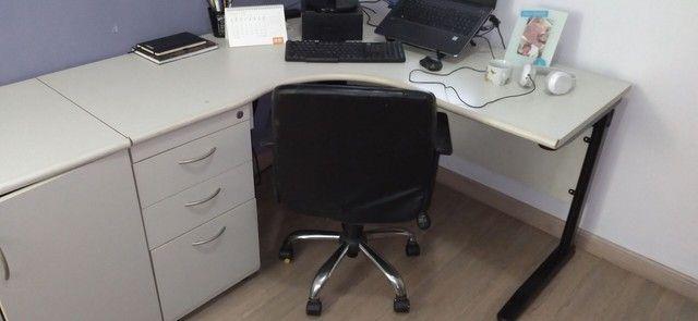 Mesa de escritório com armário - Foto 2