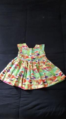 Vestido com estampa de casinhas, da Aire, tamanho 1 ano
