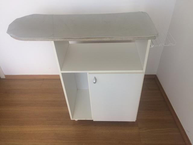 Mesa de passar roupa com armário organizador