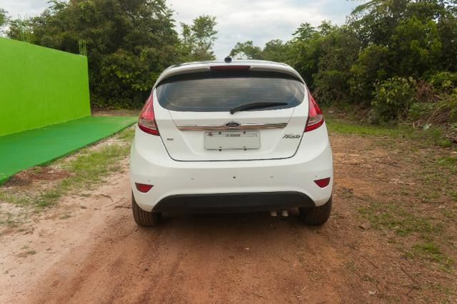 Ford Fiesta Hatch SE - Excelente estado - Foto 2