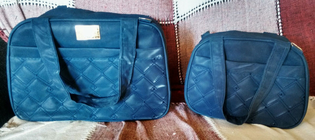 Bolsas semi novas azul marinho - Foto 2