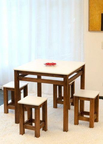 Jogo de mesa + 4 banquetas - Foto 5