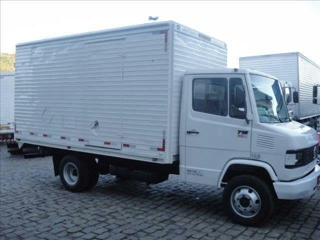 Adquira Seu Novo Caminhão MB 710 Bau 2011 Sem Consultar o Score - Foto 2