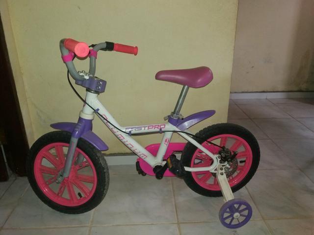 Bicicleta infantil feminina, quadro de alumínio super conservada