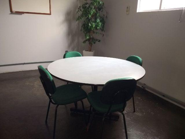 Mesa redonda para escritório