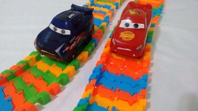 Pista Infantil Track Car Com Carrinho Luz Nas Rodas E Pista 55 Peças - Loja Natan Abreu - Foto 3