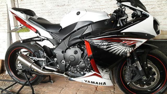 Yamaha yzf r1 crossplane