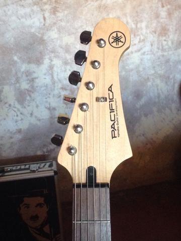 Guitarra Yamaha Nova