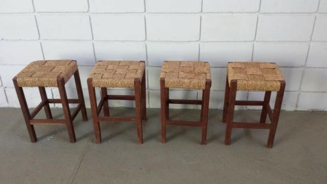 4 banquinhos de madeira