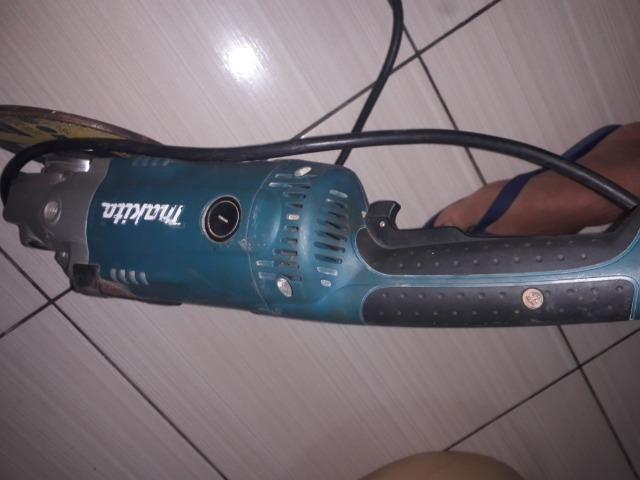 Lixadeira Angular Makita SA7021 - Foto 3