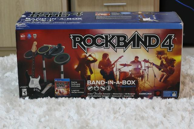 Rock Band 4 PS4 completo com bateria, guitarra e microfone