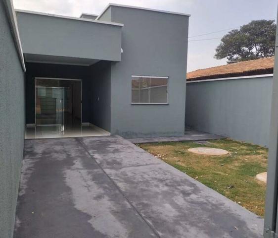 Casa 3 Quartos, 2Banheiros, Sala, Cozinha, área de serviço e 3 Vagas para Garagens - Foto 2