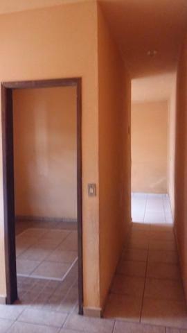 Alugo um barracão com 3 quartos - Foto 2