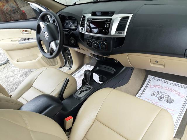 Toyota hilux sw4 sr top flex com gnv ano 2014 - Foto 14