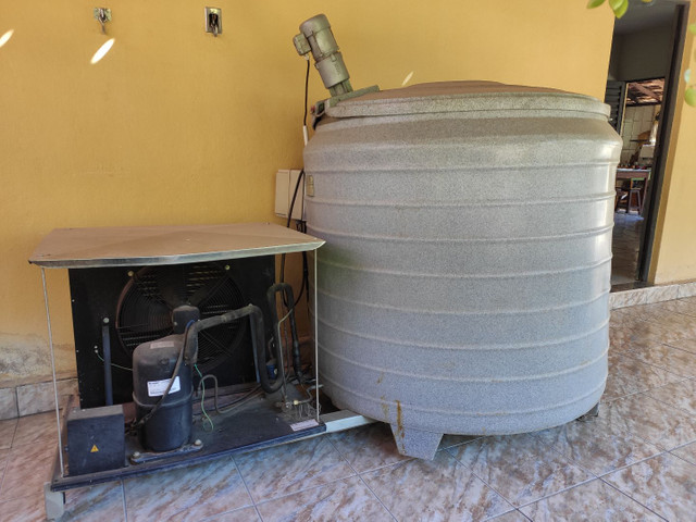 Vendo ou troco tanque de expansão de 1000 litros - Foto 2